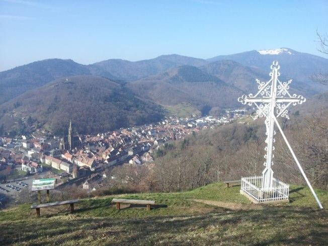Croix du Rangen surplombant la ville de Thann